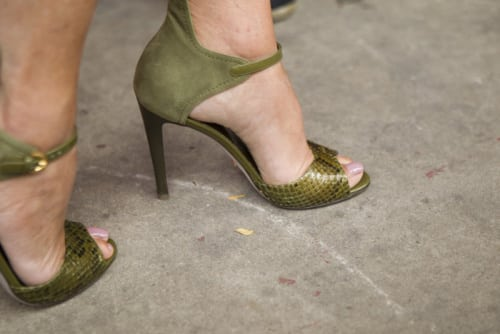 06_Sergio_Rossi_Dedicated_To_Carine_Roitfeld_olive_green_python_suede_sandals_shoes