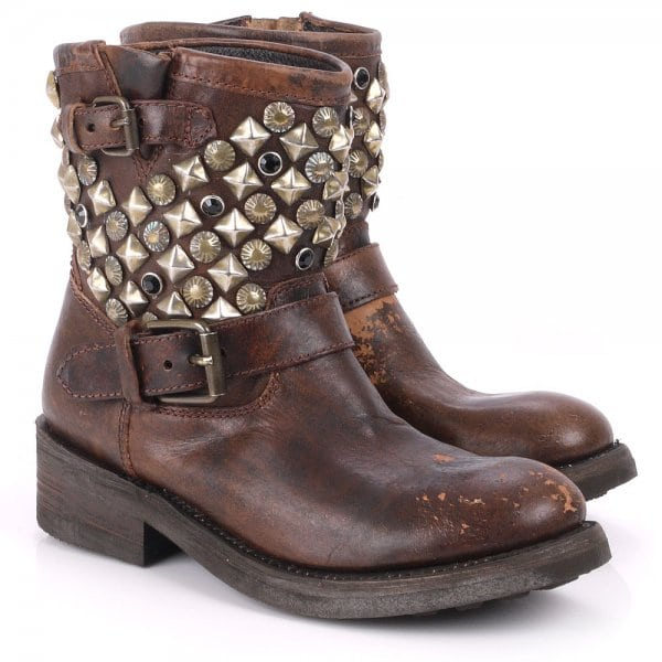 Ash_boots_Titanic_studs