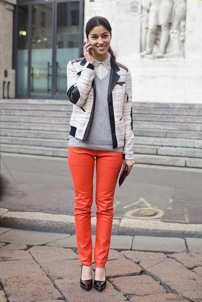 Caroline-Issa-oranje-broek