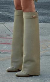 Givenchy_prefall2012_laarzen