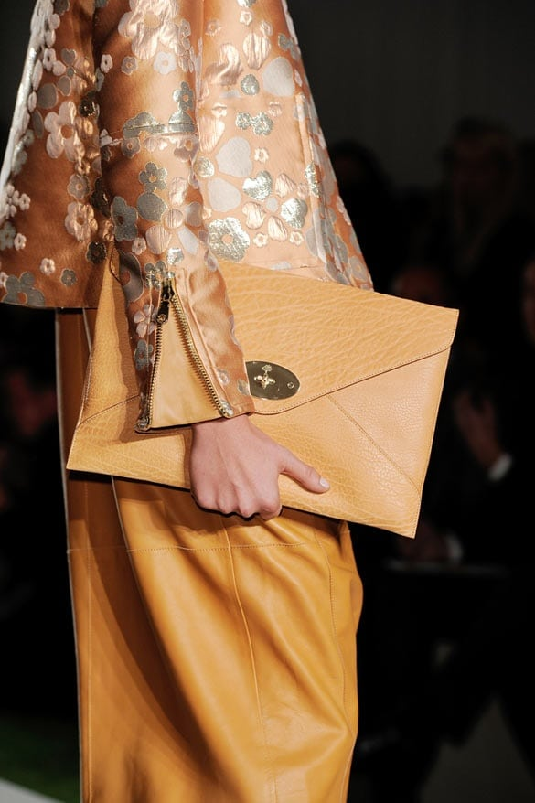 Mulberry_willow_clutch