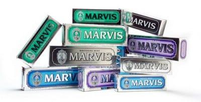 Stralend gebit met Marvis