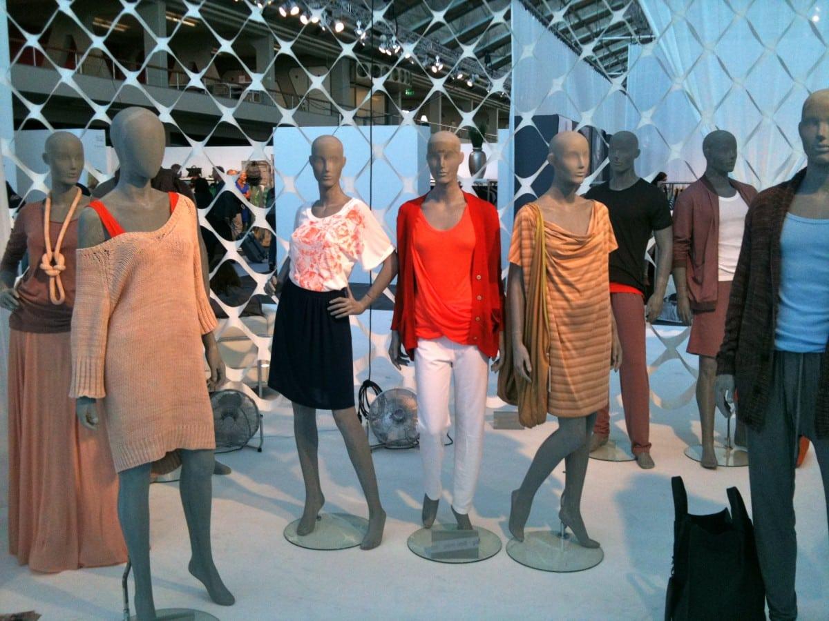 Modefabriek kleurt feloranje