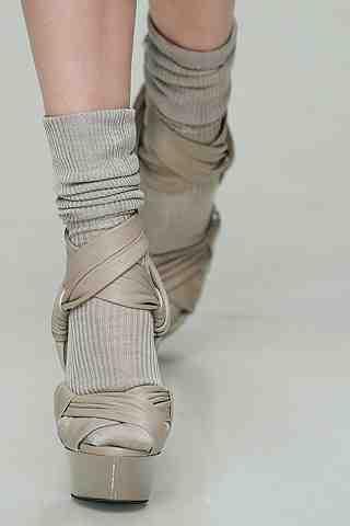 Sexy met sokjes in sandalen