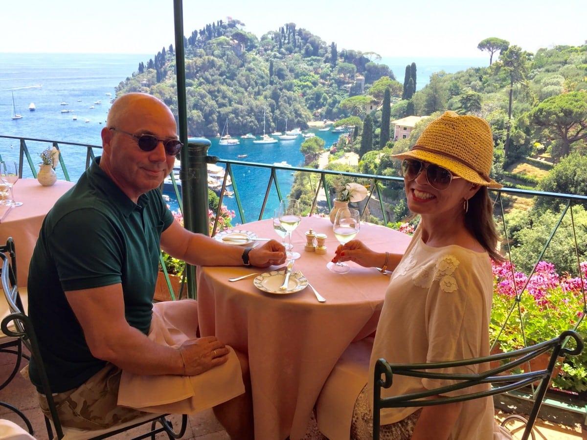Met Italiaanse sheer-pants van Jijil in Portofino