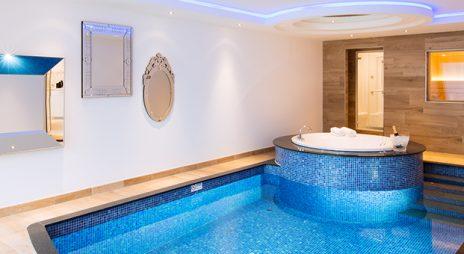 Luxe ten top bij Van der Valk: een zwembad suite