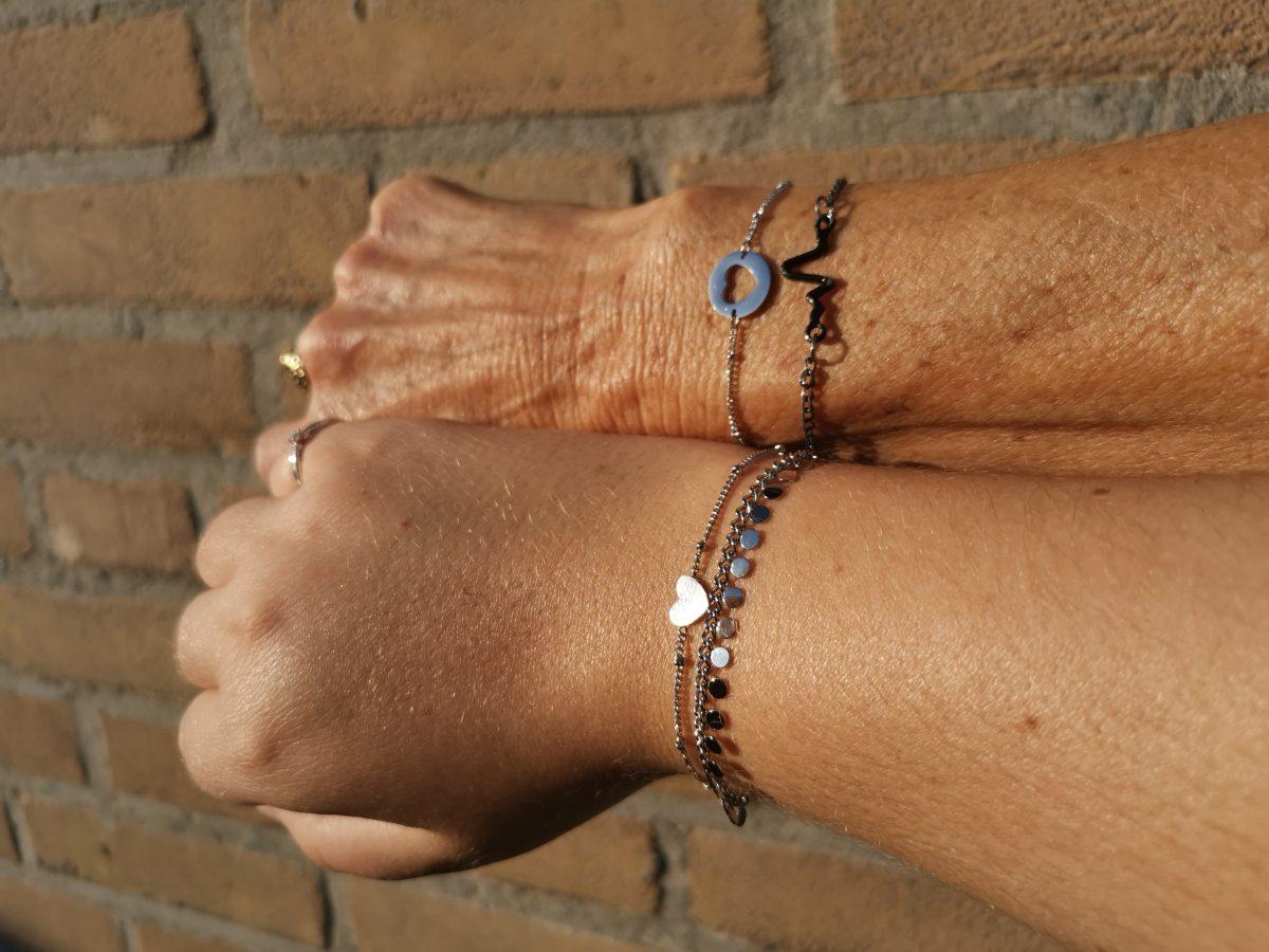 Altijd verbonden met je moeder met deze speciale armband