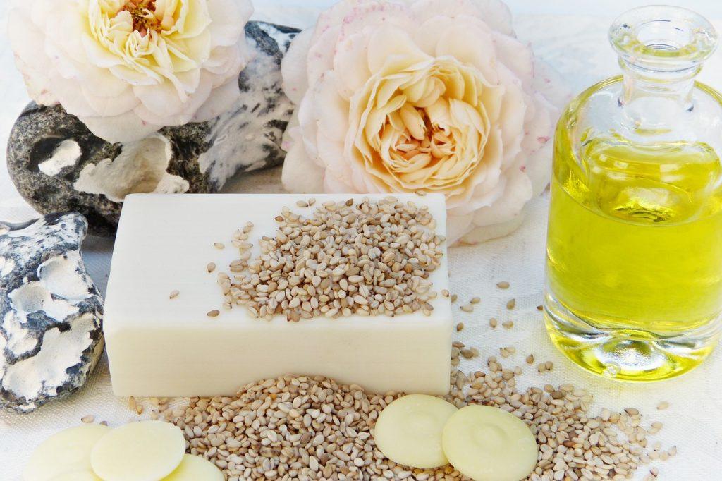 Goede vetten zoals noten, advocado's en olijfolie voorkomen dat de talgproductie gestimuleerd wordt. Slechte vetten zoals junkfood stimuleren juist wel de talgproductie.