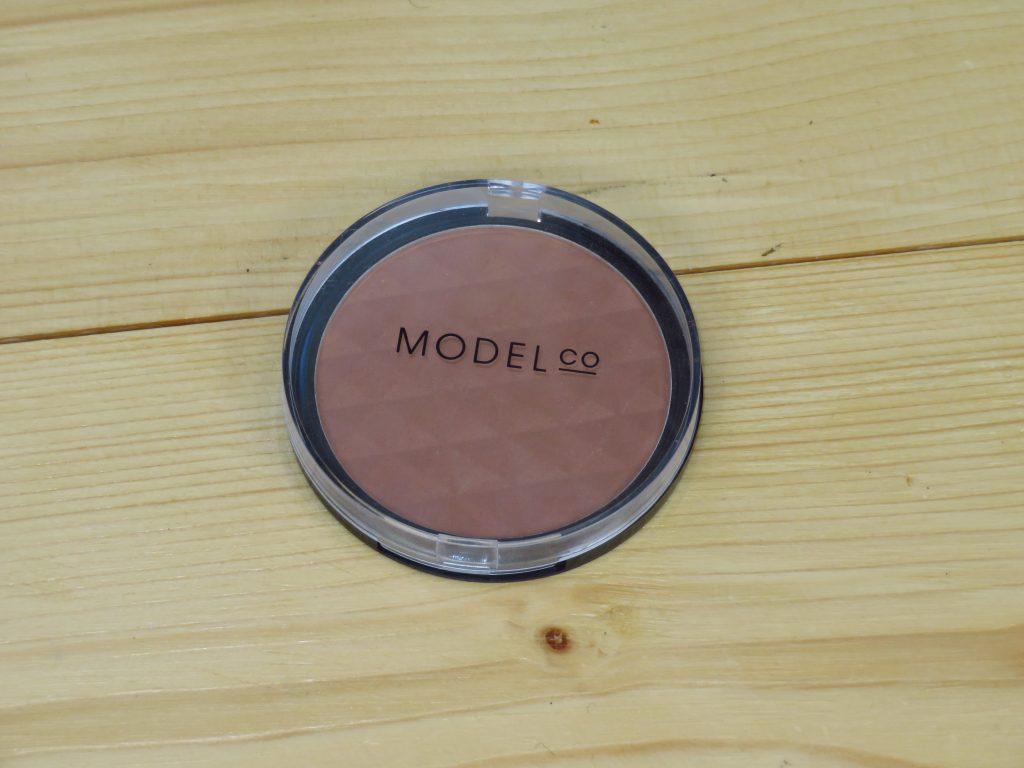 Model CO bronzer, geschikt voor lichte huidtypes