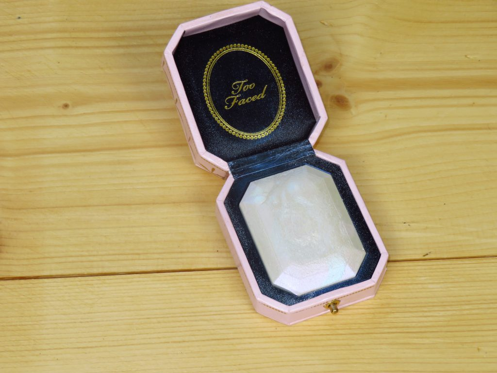 Too Faced highlighter diamond fire, koele ondertoon, shimmer, mooie glans, natuurlijke glans, make-up