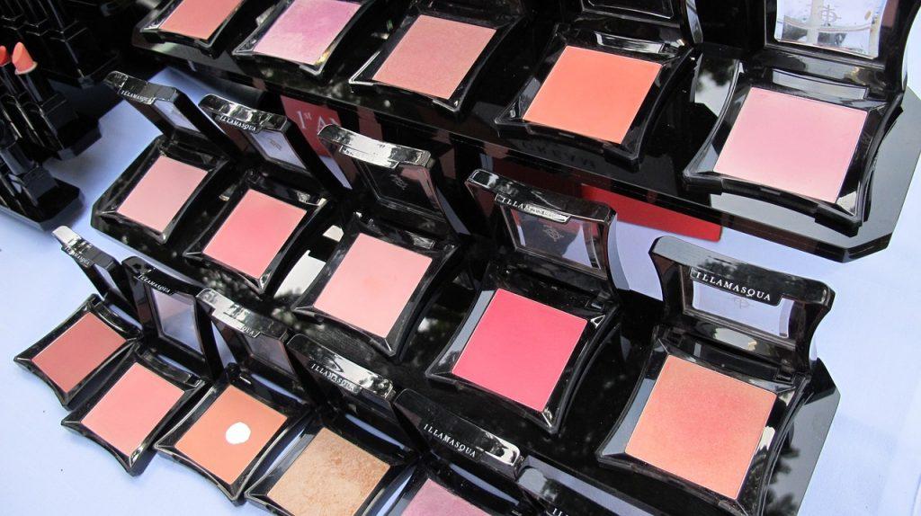 roze blush, peachy blush, subtiele blush, blush trend, make-up trend 2020
