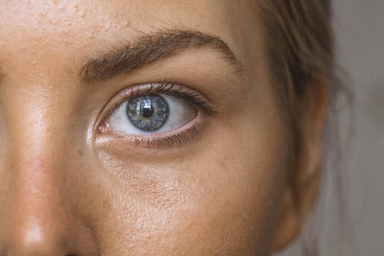 Hoe epileer en vorm je je wenkbrauwen?
