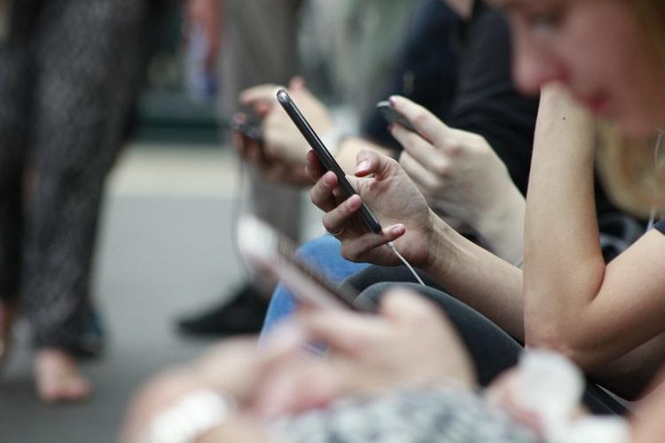 Tikkeltje mobiel verslaafd? Lees hoe je telefoon verbruik kunt verminderen!