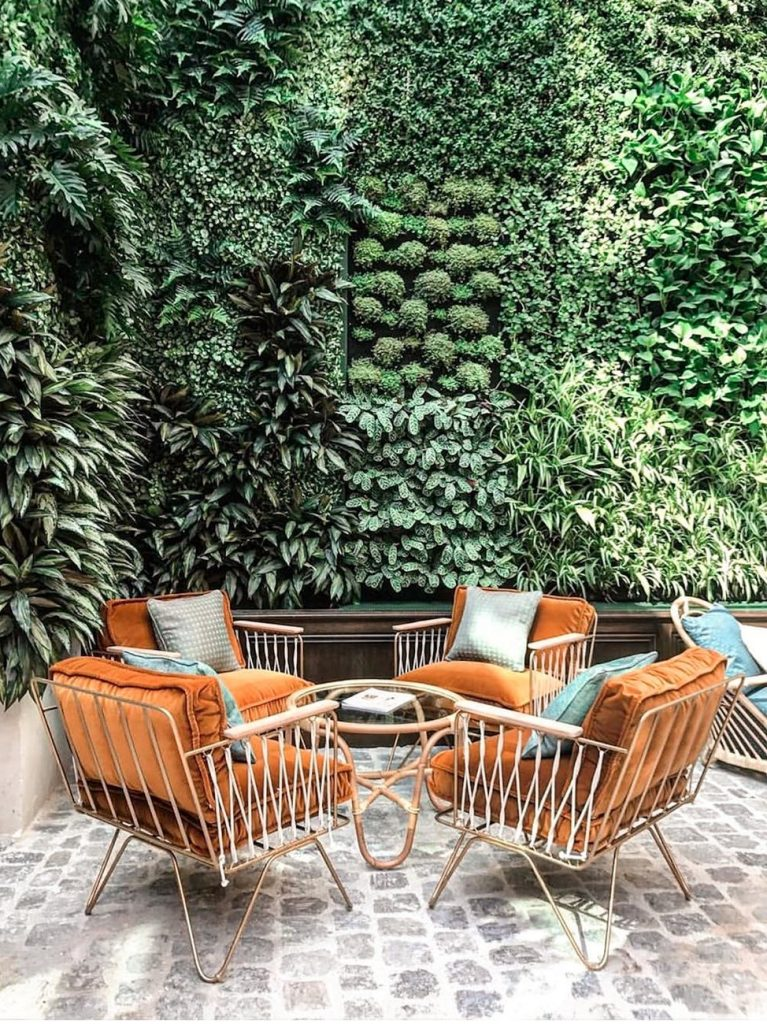 Kies voor een comfortabele zithoek als je in de zomer wilt genieten in de tuin.