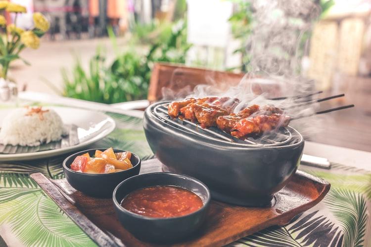 Geen plek voor een grote barbecue? Geen probleem, een tafel barbecue is net zo leuk!